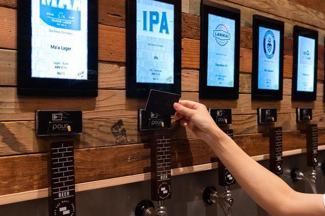 """画像6: 3.人気のクラフトビールは""""量り売り""""で楽しむ。「オフ・ザ・ウォール」"""