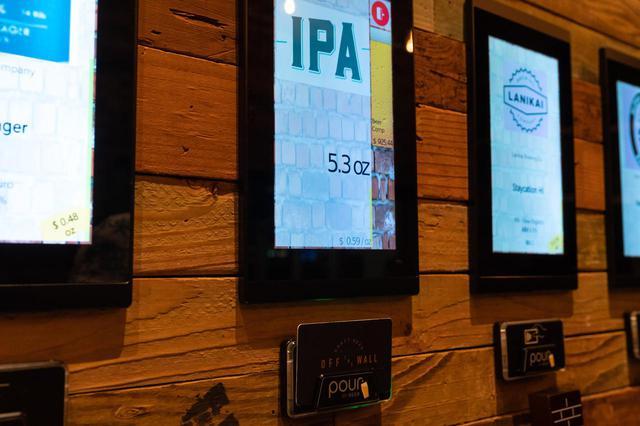 """画像9: 3.人気のクラフトビールは""""量り売り""""で楽しむ。「オフ・ザ・ウォール」"""
