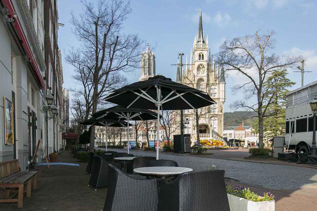 画像2: 3.「ア クールベールカフェ」で広場を眺めながら優雅な休息を