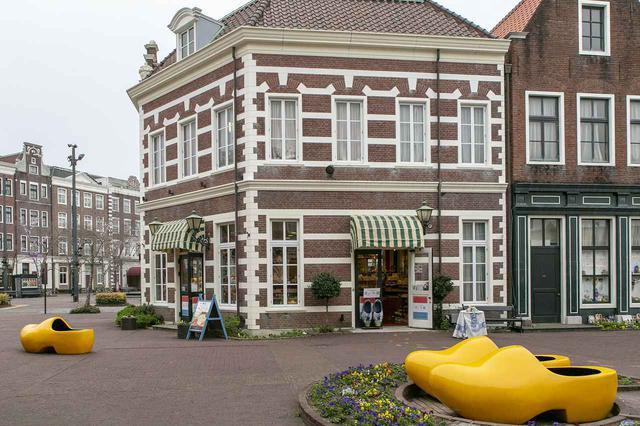 画像1: 6.「オランダの館」でオリジナルの木靴を作る