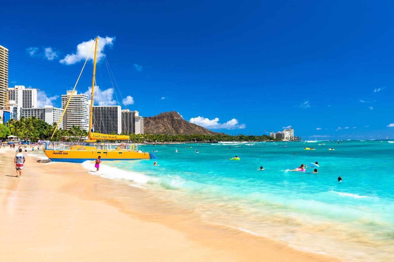 画像1: 「ワイキキビーチ」は世界中の人々が集まるハワイの象徴