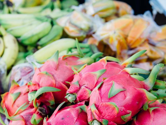 画像: 野菜や果物は基本的に日本へ持ち込めないので現地で食べましょう Photo: Zach Villanueva