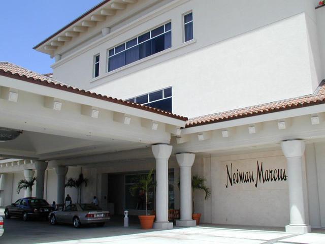 画像: 高級デパート、ニーマン・マーカスの入り口