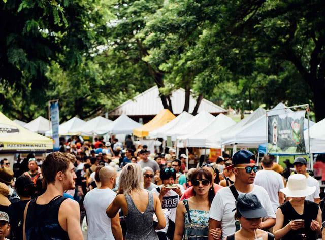 画像: 毎週、朝から多くの人で賑わうマーケット Photo: Zach Villanueva