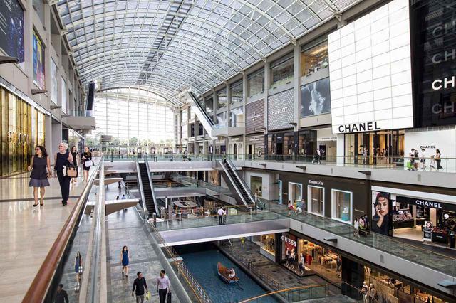画像: 多彩な店が揃うザ・ショップス・アット・マリーナベイ・サンズ 提供:マリーナベイ・サンズ
