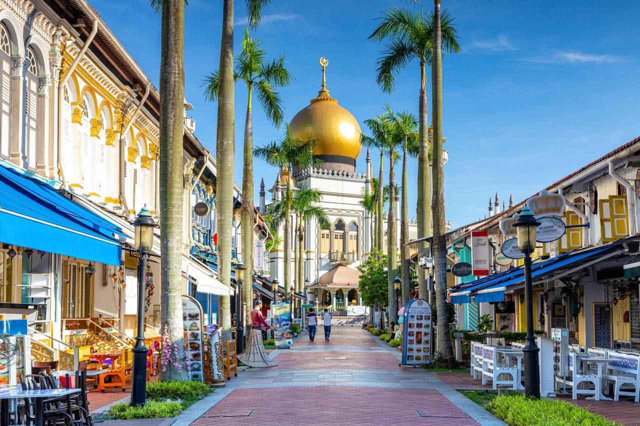 画像: サルタン・モスクはアラブ・ストリートのシンボル的存在 Shutterstock.com