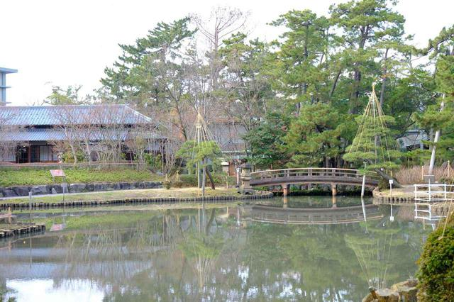 画像: 白山公園は白山神社があった境内地を明治6年、国の公文書により整えられた公園です。