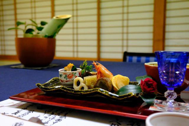 画像: 長生館の名物のひとつである夕食。個室で用意していただきました。