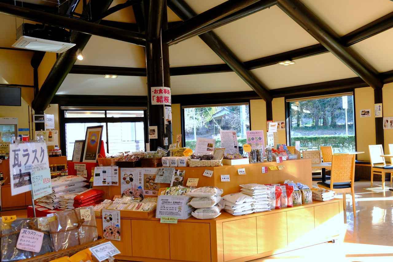 画像: お土産屋さんやカフェレストランもあります。