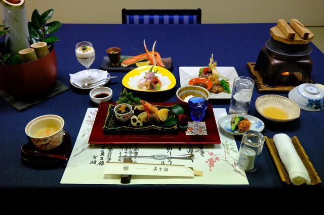 画像: 日本を代表する有名料亭で修業した料理長が作る会席料理。新潟の新鮮な魚介類やのどぐろ、和牛、ずわい蟹などを入れ込んだ豪華な料理でした。