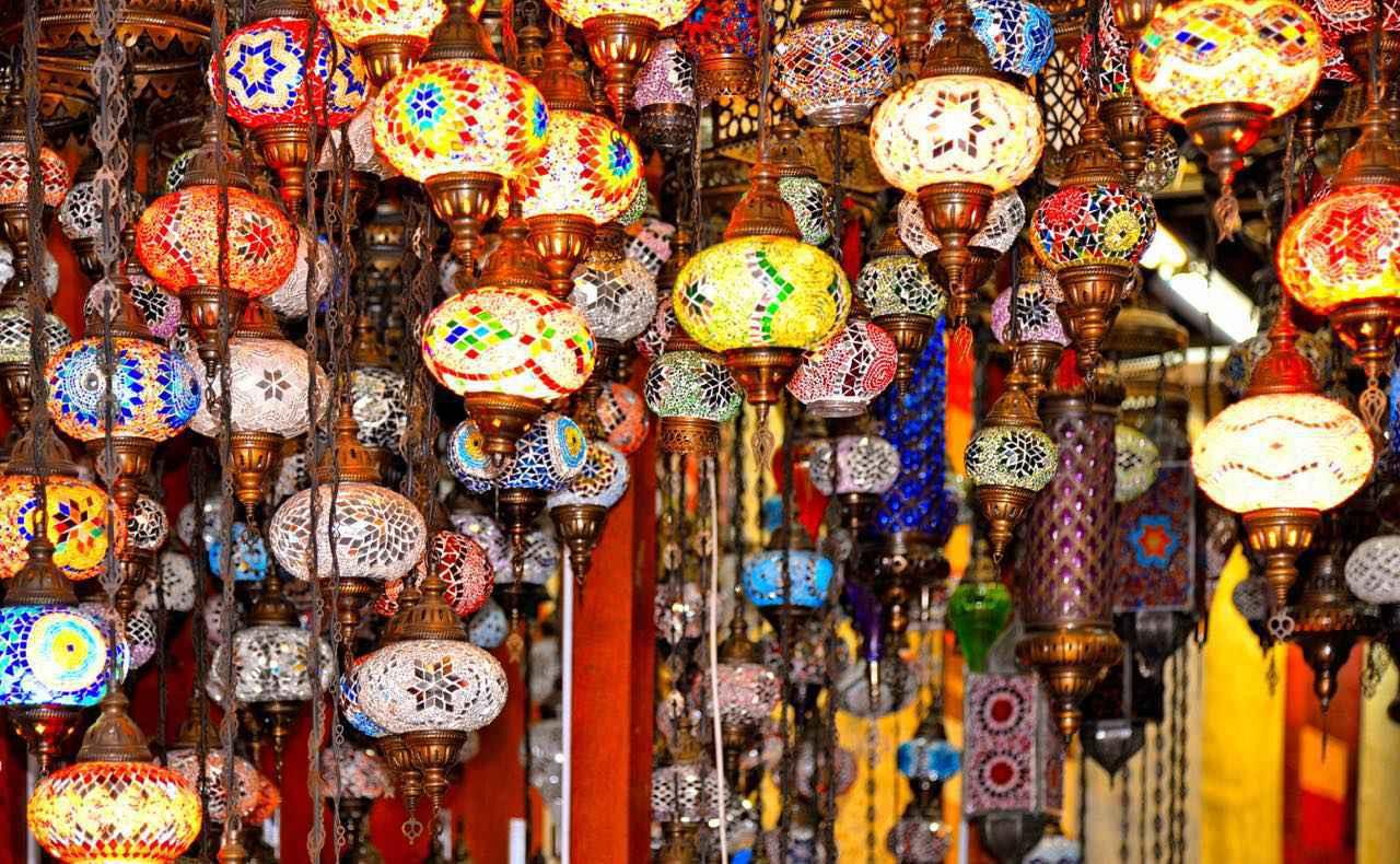 画像: モザイクが美しいトルコランプはお土産にぴったり poludziber / Shutterstock.com