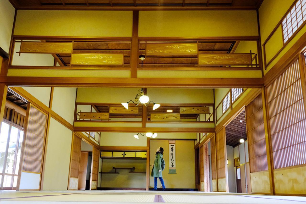 画像: 3つの間がつながりながら奥に行くほど格式が高くなる「奥座敷」。今では手に入らないような高級な木材が使われていて、格調高い空間です。