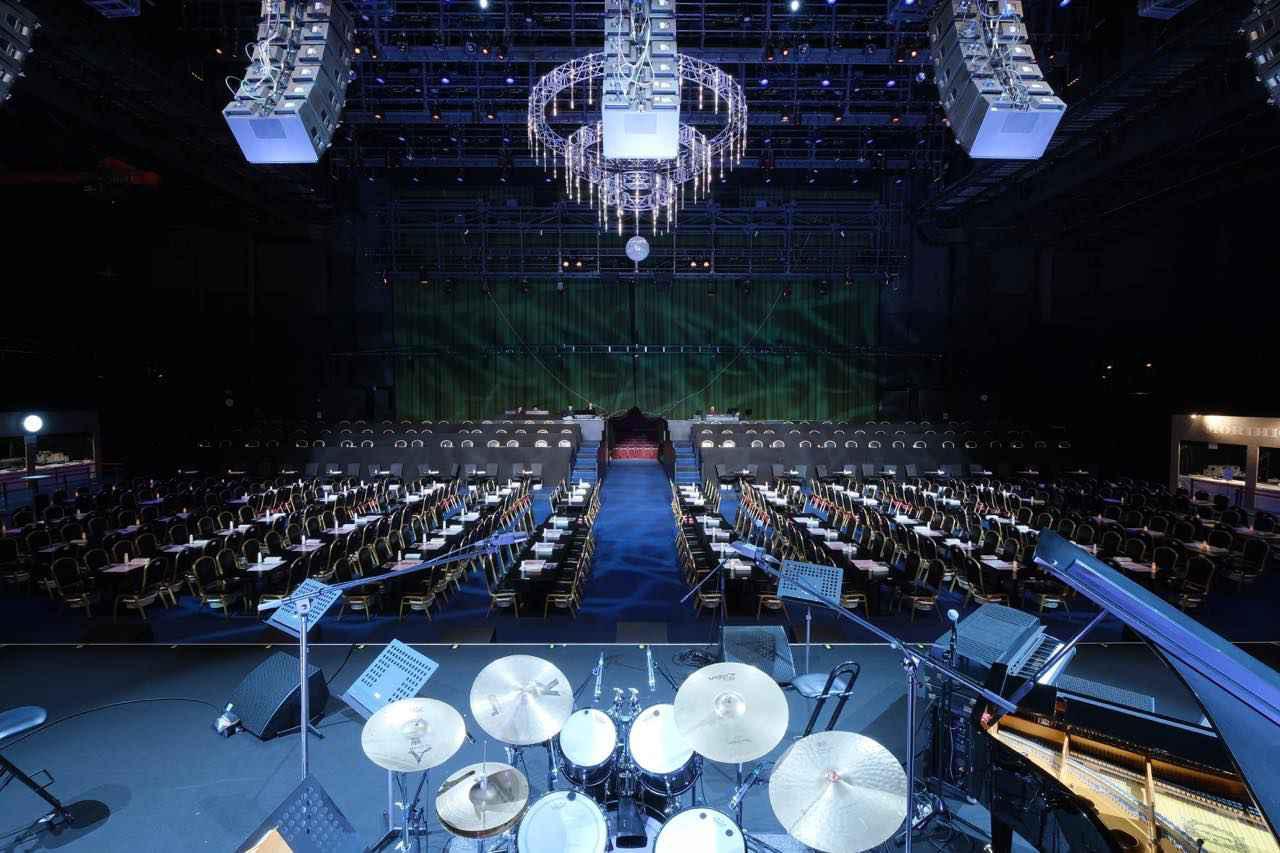 画像: ステージも観客席も、舞台内に設置されている。