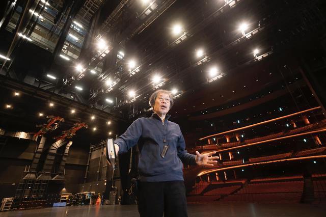 画像: 舞台技術部長を務める、(公財)札幌市芸術文化財団市民交流プラザ事業部の伊藤久幸さん。hitaruをつくるため新国立劇場から招聘されました