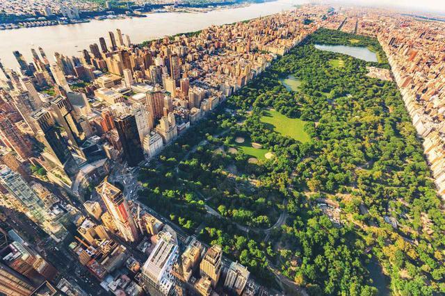 画像: マンハッタンの中央エリアを占める長方形の公園は圧倒的な存在感 Shutterstock.com