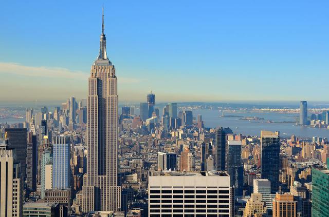 画像: 美しいビルのシルエットは今も昔もニューヨークの象徴 Shutterstock.com