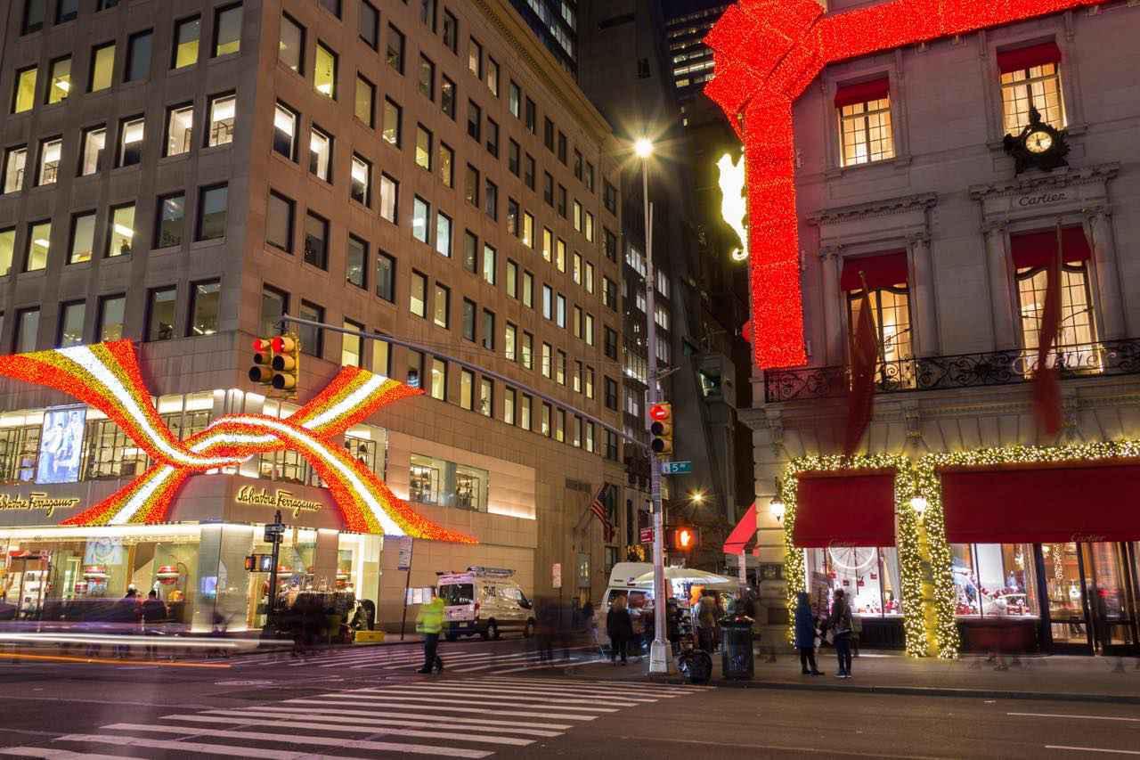 画像: クリスマスの5番街はイルミネーションも見もの (c) Matthew Penrod / NYC & Company