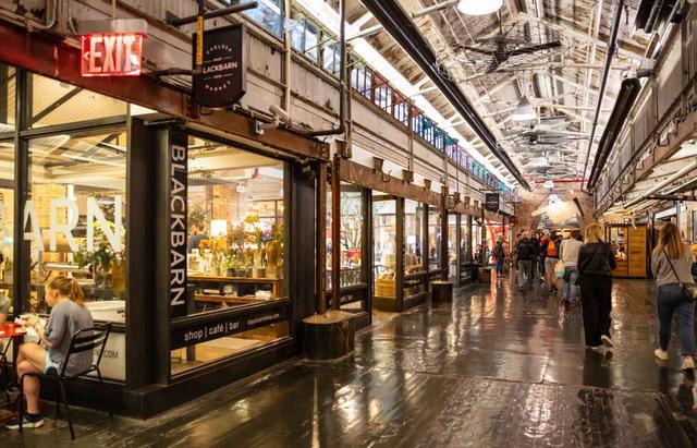 画像: イートインできるお店もあるのでランチやカフェがてら訪ねてください rawf8 / Shutterstock.com