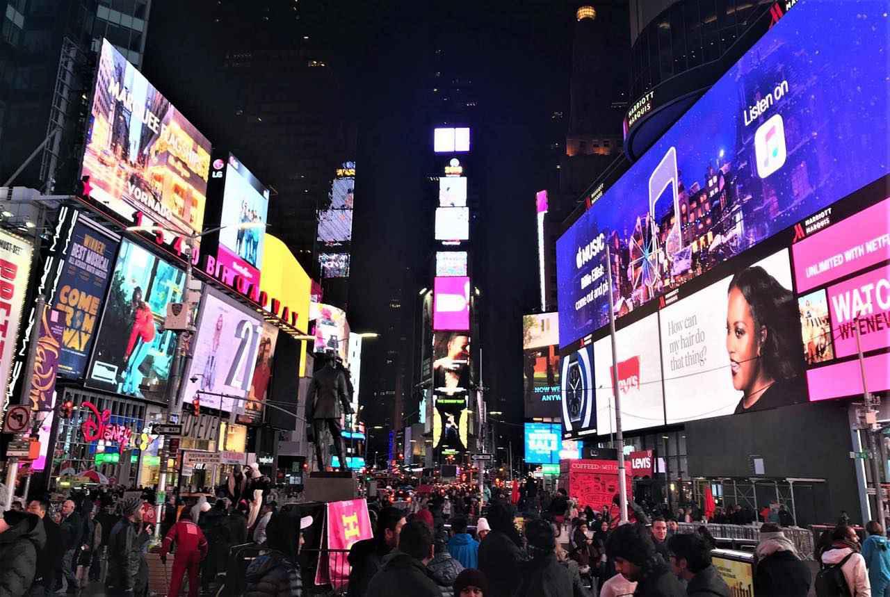 画像: ブロードウェイの通りを中心に数多くの劇場が集まります