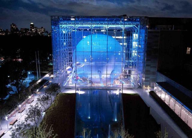 画像: 大人も迫力に圧倒されるようなプラネタリウムがあるローズセンター (c)AMNH