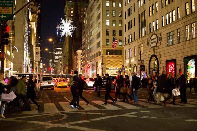 画像: 名だたる高級店がずらりと立ち並びます (c) Jen Davis / NYC & Company