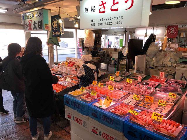 画像: 30以上もの鮮魚店がひしめく「青森魚菜センター」