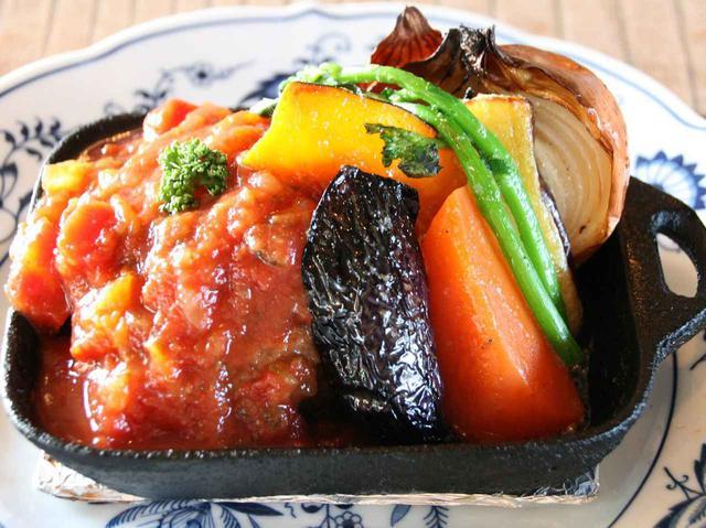 画像: ボリュームたっぷり&国産牛豚ひき肉使用。野菜の甘みも格別。セットメニューもあり
