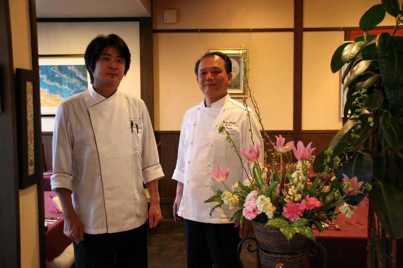 画像: オーナーシェフの金刺一成氏(右)と、料理長の村松圭二郎氏(左)