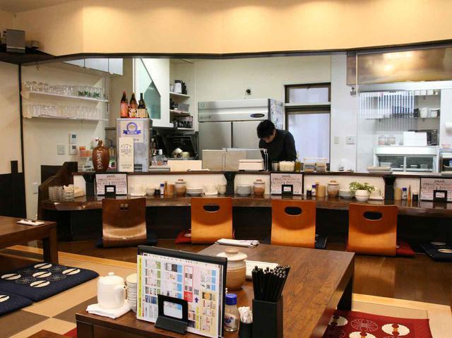 画像: カウンター&お座敷の店内で、福岡で修業を積んだ新本浩盛さんの腕が光る