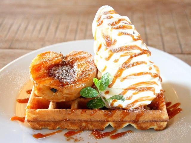 画像: 国産小麦粉、木下ファームの卵、きび砂糖などを使用。キャラメルソースの風味も格別
