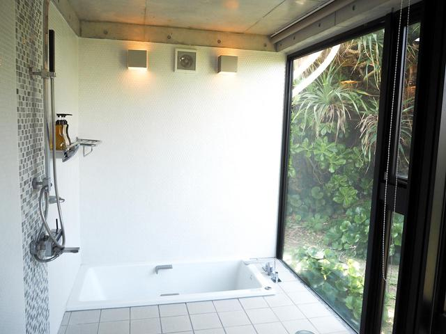 画像1: 心と体を解放! 大自然を感じられるバス&トイレ