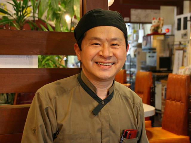 画像: 創業者から店を継いだ二代目の林栄治さん。自然薯・飛騨牛「やま里」も直営