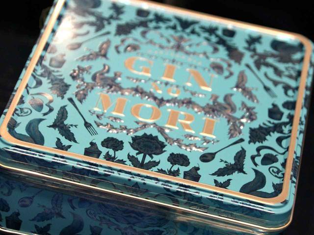 画像: 「プティボワ」とはフランス語で「小さな森」。ブルーの缶も煌びやかで、手土産にも最適