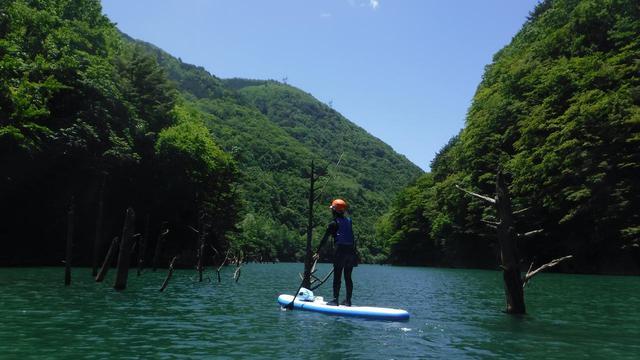 画像2: 11:00 ラフトボートに乗って、湖をツーリング
