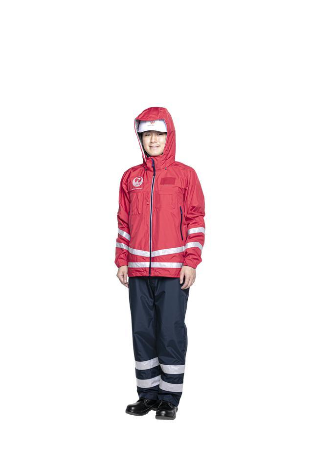 画像6: パンツスタイルも初採用。すべてが新しくなったJAL新制服の全貌を公開