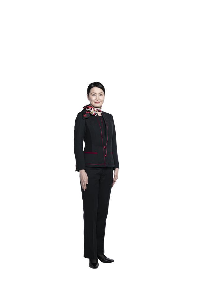 画像3: パンツスタイルも初採用。すべてが新しくなったJAL新制服の全貌を公開
