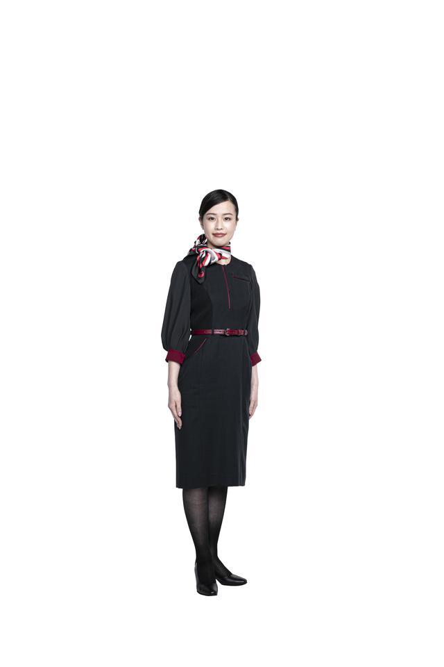画像1: パンツスタイルも初採用。すべてが新しくなったJAL新制服の全貌を公開