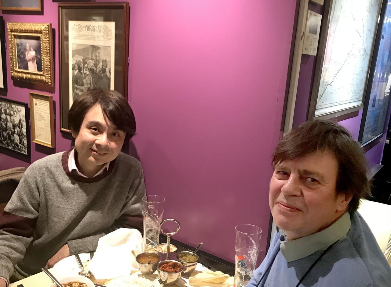 画像: ロンドンにある、アストロロジー(占星術)ショップ。オーナーのバリさんとよく食事に行かれているそう