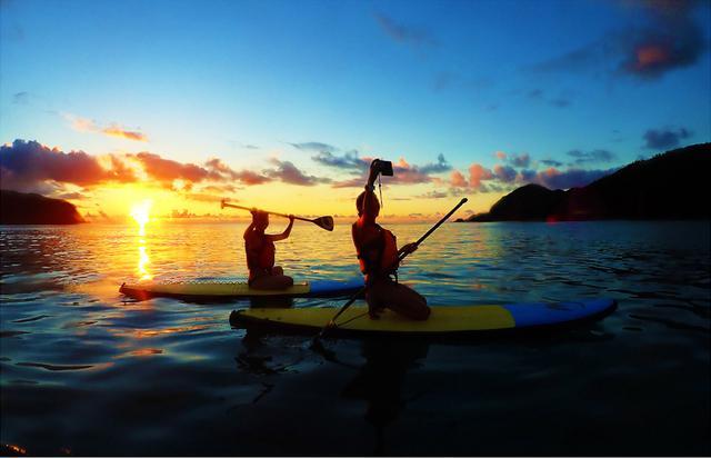 画像1: 夕日の名所・国直(くになお)海岸でSUPを体験する