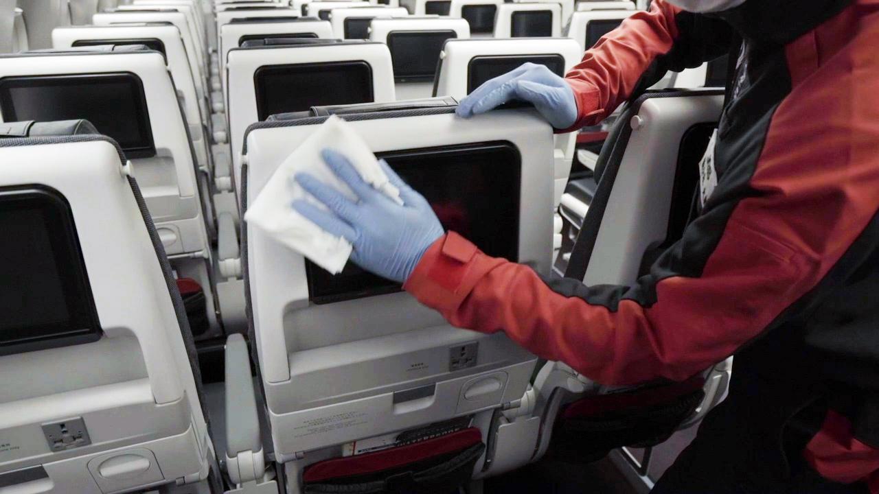 画像1: Q.機内は消毒されていますか? A.各空港で、その日のフライトを終えた機内を消毒しています