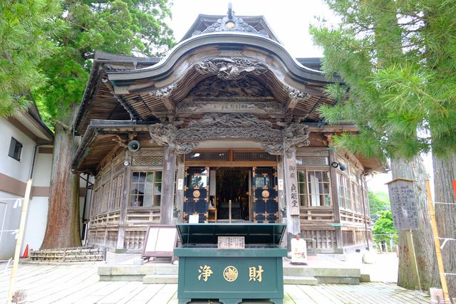 画像: 「御廟貞能堂」は六角形の元・本堂。平貞能公の墓上に建つ御廟です。中に入ることもできて、写経体験も出来ます。