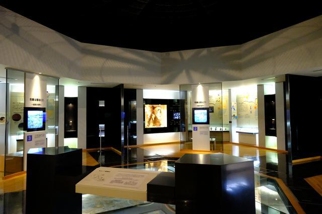 画像: 1階は富沢遺跡に関連する資料の展示スペースです。