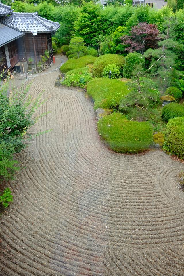 画像: お庭も整えられており、気持ちが良い景色が広がります。