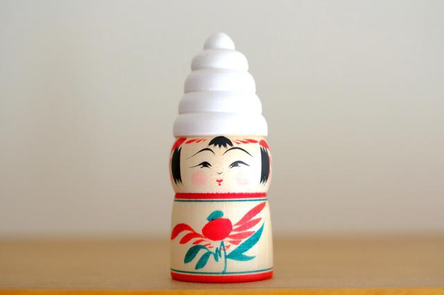 画像: 私が購入したのが「ソフトクリームこけし」。我が家にもしっかりなじんでいてとても気に入っています。