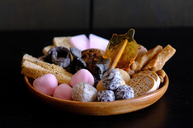 画像: 仙台の伝統菓子である仙台駄菓子のお店に立ち寄ります。
