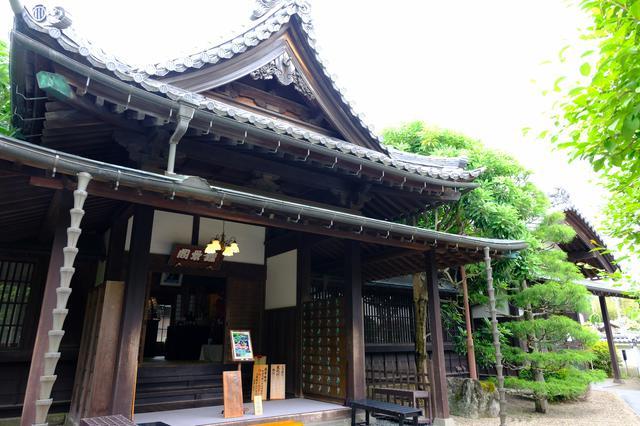 画像: 伊達家の旧邸宅で食べられる「箪笥料理」を求めて。玄関から様式美溢れる佇まいです。