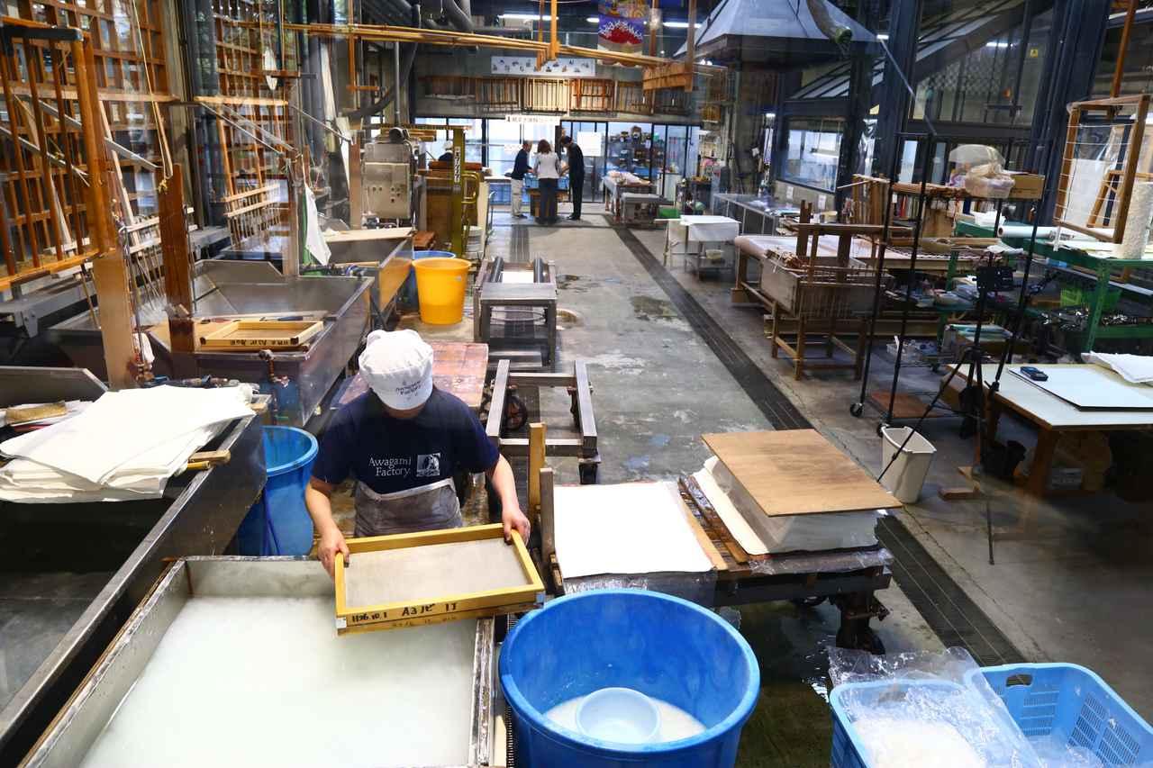 画像1: 伝統技術を見学&体験できる『阿波和紙伝統産業会館』