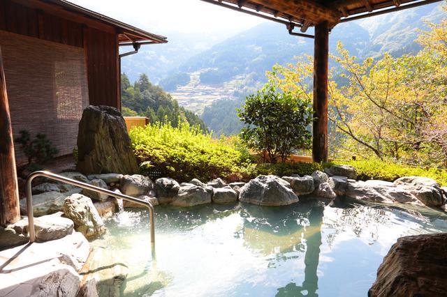 画像2: ケーブルカーで登る『新祖谷温泉 ホテルかずら橋』の天空露天風呂