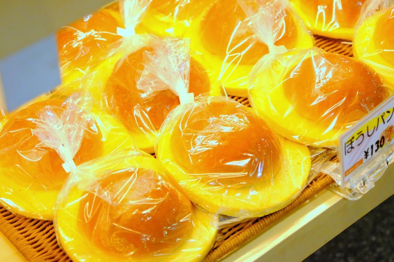 画像: 店内で焼くパン屋さんでは高知のご当地パン「ぼうしパン」もありました。