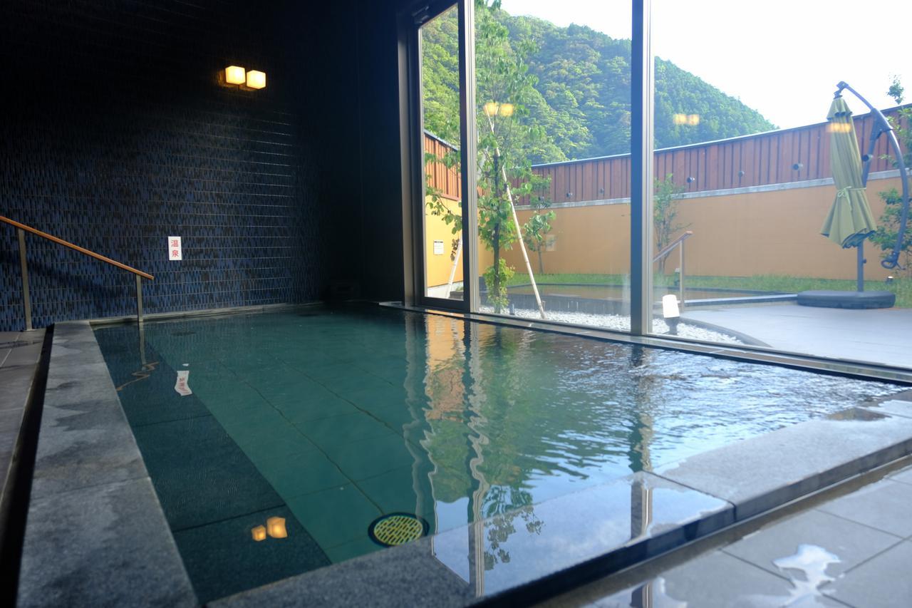 画像: 温泉はとろとろ系美肌温泉です。貸し切り風呂もあります。